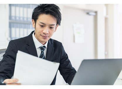 企業法務の経験や宅建士の資格を生かして不動産の契約業務
