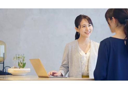 英語力を活かして会員制施設の受付業務